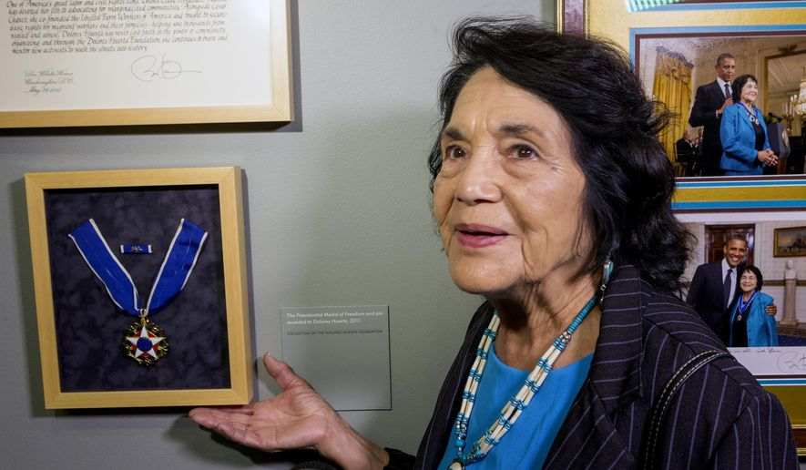 """FILE - This April 10, 2014 file photo Dolores Huerta, co-founder of United Farms Workers, shows her Presidential Medal of Freedom Award at La Plaza de la Cultura y Artes museum in Los Angeles. Civil rights icon Huerta says she holds no ill feelings toward actress Rosario Dawson over her """"open letter"""" criticizing Huerta for supporting Hillary Clinton. (AP Photo/Damian Dovarganes, File)"""