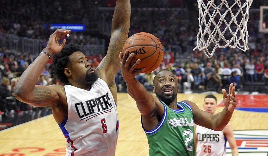 Dallas Mavericks guard Raymond Felton, right, shoots as Los Angeles Clippers center DeAndre Jordan defends during the first half of an NBA basketball game, Sunday, April 10, 2016, in Los Angeles. (AP Photo/Mark J. Terrill)