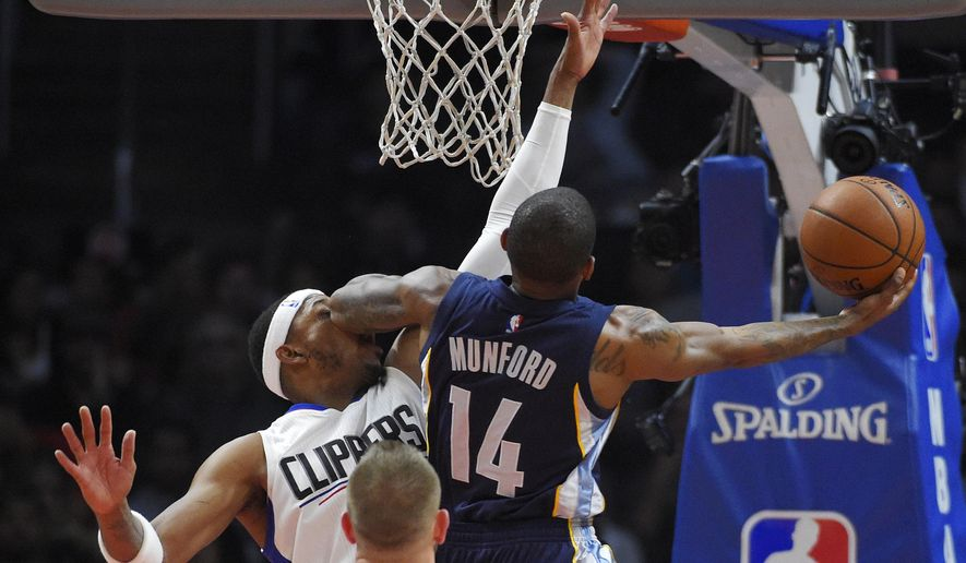 Memphis Grizzlies guard Xavier Munford, right, shoots and bumps Los Angeles Clippers forward Paul Pierce with an elbow to the face during the first half of an NBA basketball game Tuesday, April 12, 2016, in Los Angeles. (AP Photo/Mark J. Terrill)