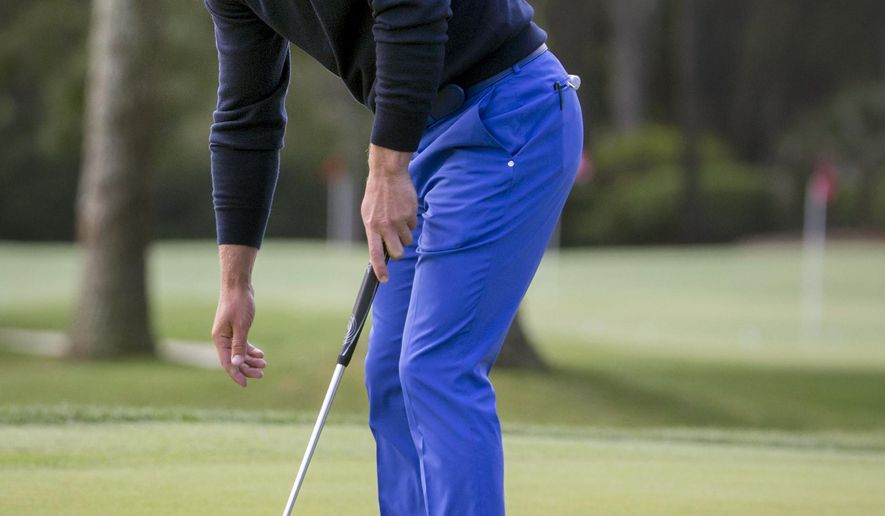 Luke Donald, of England, reacts to his missed birdie putt on the ninth green during the first round of the RBC Heritage golf tournament in Hilton Head Island, S.C., Thursday, April 14, 2016. (AP Photo/Stephen B. Morton)