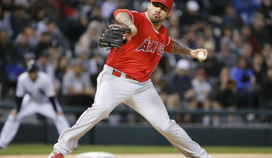Los Angeles Angels starting pitcher Hector Santiago delivers during the first inning of a baseball game against the Chicago White Sox, Monday, April 18, 2016, in Chicago. (AP Photo/Charles Rex Arbogast)