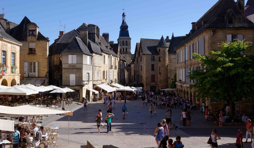 the ancient town of sarlat in southwestern france the amazingly well preserved architecture. Black Bedroom Furniture Sets. Home Design Ideas
