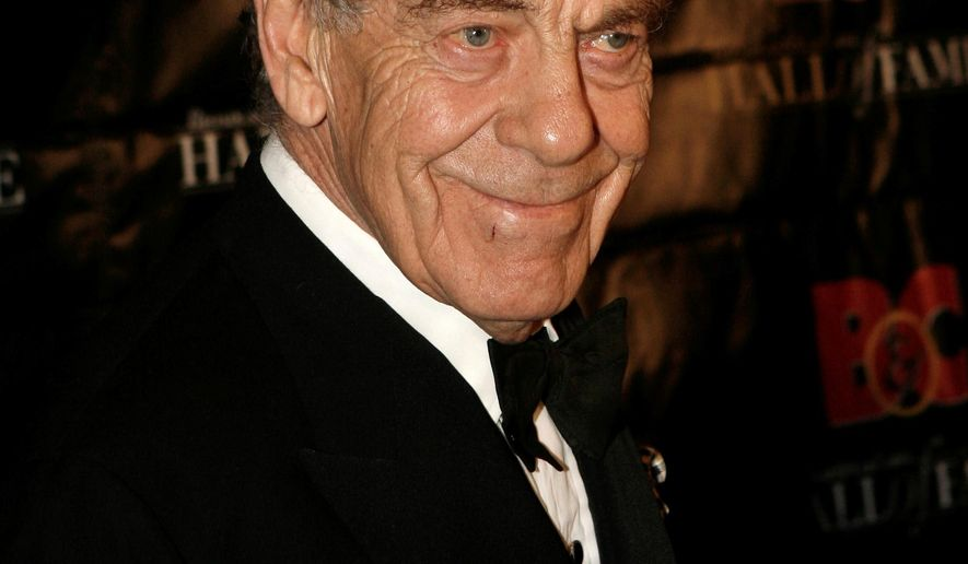 "FILE - In this Oct. 21, 2008 file photo,  Morley Safer poses for a picture during the Broadcasting and Cable Hall of Fame Awards in New York. Safer, who's been a correspondent on ""60 Minutes"" for all but two of the show's 48 seasons, is retiring. The network said Wednesday, May 11, 2016 it will mark the occasion with an hour-long special on Safer's career Sunday after the regular edition of ""60 Minutes.""  (AP Photo/Seth Wenig)"