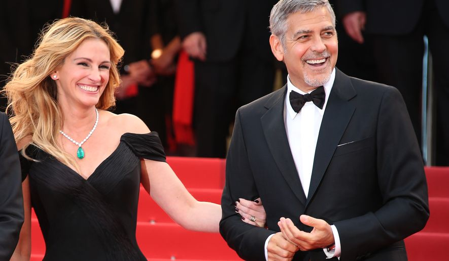 Julia Roberts and George Clooney pose for photographers upon arrival for the screening of the film Money Monster at the 69th international film festival, Cannes, southern France, Thursday, May 12, 2016. (AP Photo/Joel Ryan)