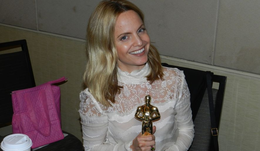 Mena Suvari with a fan-made Oscar award.  (Dave Kapp)