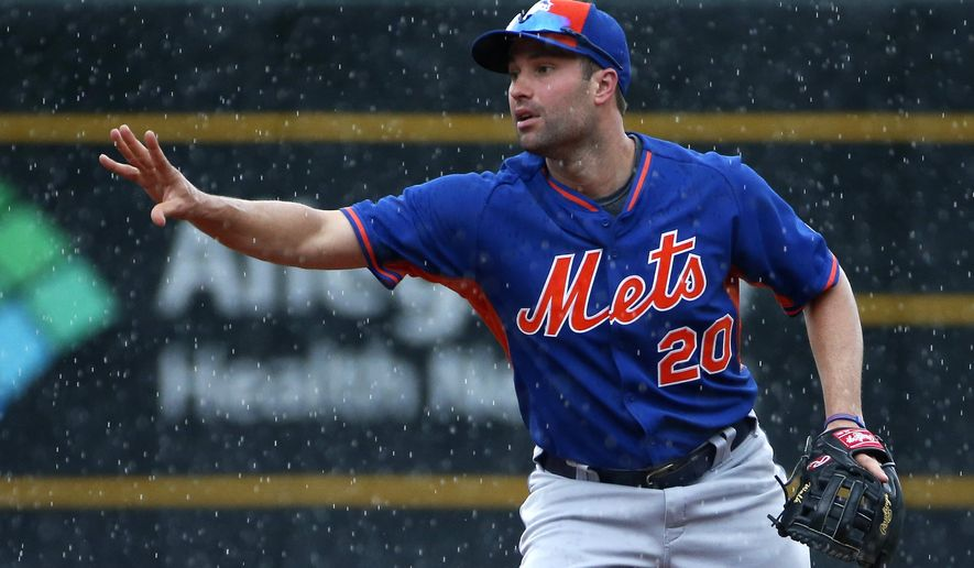 New York Mets second baseman Neil Walker takes ground balls in the rain before a baseball game against his hometown team the Pittsburgh Pirates in Pittsburgh, Monday, June 6, 2016. The game was postponed due to rain. (AP Photo/Gene J. Puskar)
