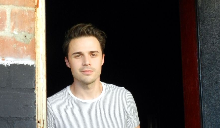 95be1e391c8 American Idol  winner Kris Allen tours after car accident and talks ...