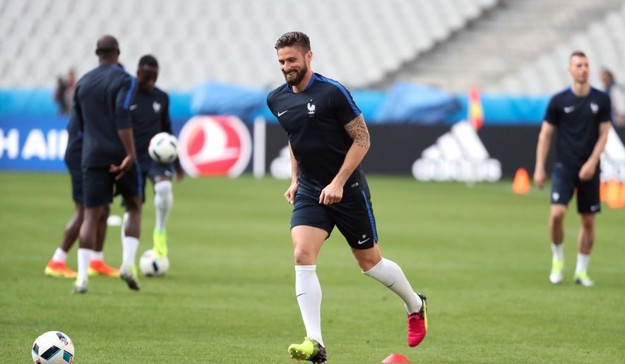 France's Olivier Giroud participates in a training session, in the Stade de France stadium, in Saint-Denis, north of Paris, France, Thursday, June 9, 2016. France will face Romania in a Euro 2016 Group A opening soccer match in Saint-Denis on Friday, June, 10, 2016. (AP Photo/Thibault Camus)