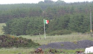 Scottish locals have erected a Mexican flag next to Donald Trump's Aberdeenshire golf course ahead of the presumptive GOP presidential nominee's scheduled visit to the area on Saturday. (Facebook/@Tripping up Trump)
