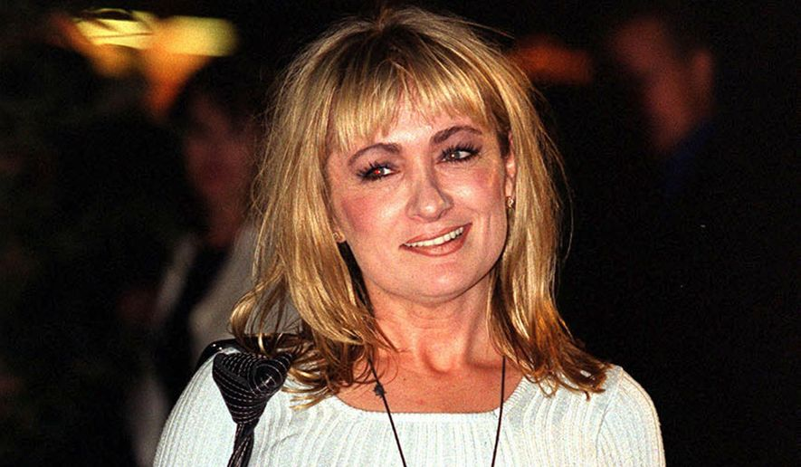 """FILE- This Sept 21, 1999 file photo shows comedian Caroline Aherne at the Elle Style Awards in London. A British publicist says Aherne, a writer and star of the working-class comedy """"The Royle Family,"""" has died from cancer at 52. (Michael Crabtree/PA via AP, File)"""