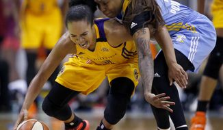 Los Angeles Sparks guard Kristi Toliver, left, battles for a loose ball against Chicago Sky guard Cappie Pondexter during the second half of a WNBA basketball game on Wednesday, July 3, 2016, in Rosemont, Ill. The Sparks won 77-67. (AP Photo/Nam Y. Huh)