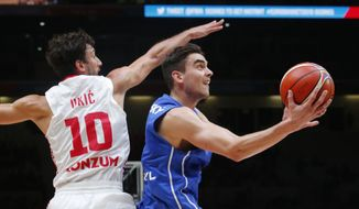 Croatia's Roko Leni Ukic, left, looks on as Czech Republic's Tomas Satoransky, right, aims to dunk the basket during the EuroBasket European Basketball Championship match, round of sixteen, between Croatia against Czech Republic, at Pierre Mauroy stadium in Lille, northern France, Sunday, Sept. 13, 2015. (AP Photo/Michel Euler) **FILE**
