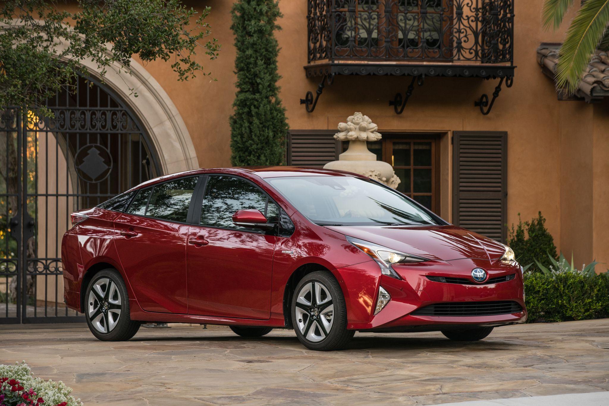 2016 Toyota Prius An Eco Friendly Smart Car