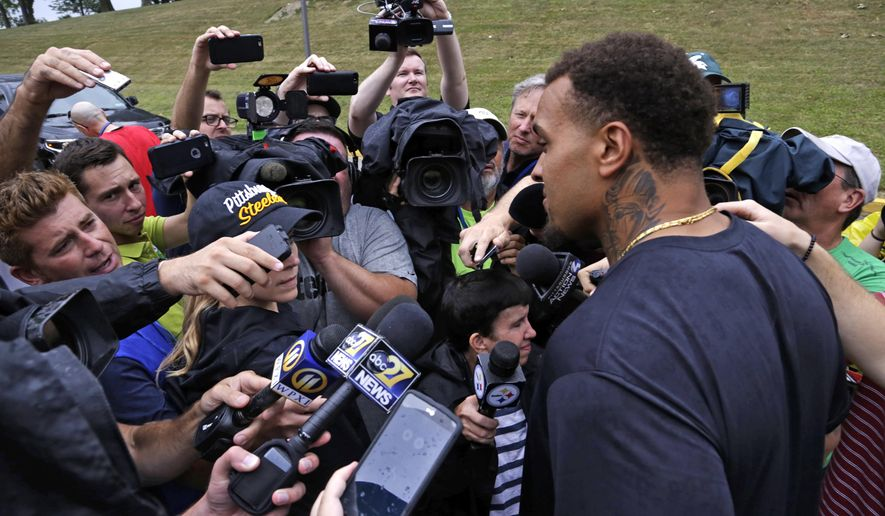 Pittsburgh Steelers center Maurkice Pouncey, right, is surrounded by members of the media as he arrives for the start of NFL football camp at the team training facility in Latrobe, Pa. on Thursday, July 28, 2016. (AP Photo/Gene J. Puskar)