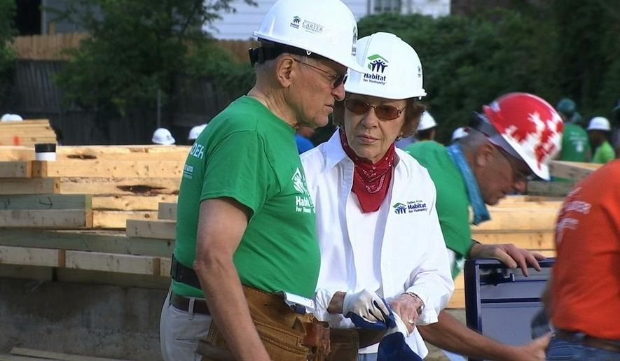 REPLACES INCORRECT CAPTION - Former U.S. first lady Rosalynn Carter helps build a home in Memphis, Tenn., for Habitat for Humanity on Mon., Aug. 22, 2016, along with former President Jimmy Carter (unseen). The man in the photo is unidentified. (AP Photo/Alex Sanz)