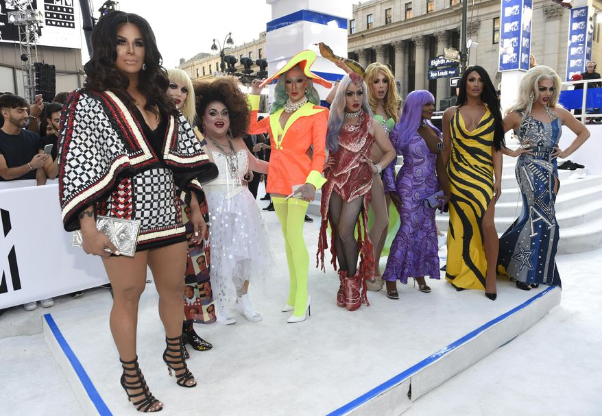"""Contestants from """"RuPaul's Drag Race"""" TV show arrive at the MTV Video Music Awards at Madison Square Garden on Sunday, Aug. 28, 2016, in New York. (Photo by Chris Pizzello/Invision/AP)"""