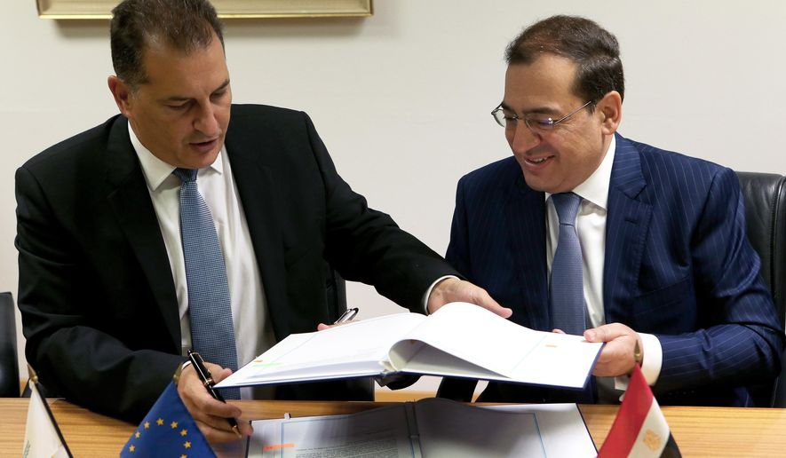 Cyprus' Energy Minister Yiorgos Lakkotrypis, left,  and Egypt's Petroleum Minister Tarek el-Molla, right, sign an agreement at the Cyprus' Energy ministry in Nicosia, Cyprus, Wednesday, Aug. 31, 2016. Cyprus and Egypt have signed an agreement paving the way for the supply of Cypriot gas to the Arab nation through an envisioned pipeline. (AP Photo/Petros Karadjias)