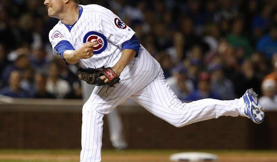 Chicago Cubs relief pitcher Joe Smith throws against the San Francisco Giants during the seventh inning of a baseball game Thursday, Sept. 1, 2016, in Chicago. (AP Photo/Nam Y. Huh)