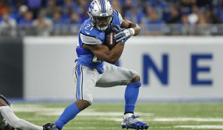 Detroit Lions running back Ameer Abdullah (21) escapes a tackle against the Tennessee Titans during the first half of an NFL football game, Sunday, Sept. 18, 2016, in Detroit. (AP Photo/Paul Sancya)