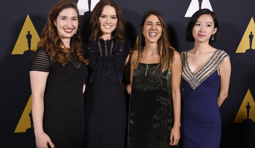 Presenter Daisy Ridley, second from left, poses with student Academy Award winners in the documentary category at the 43rd Annual Student Academy Awards at the Academy of Motion Picture Arts and Sciences on Thursday, Sept. 22, 2016, in Beverly Hills, Calif. From left to right are Elise Conklin of Michigan State University, Daphne Matziaraki of the University of California at Berkeley and Rongfei Guo of New York University. (Photo by Chris Pizzello/Invision/AP)