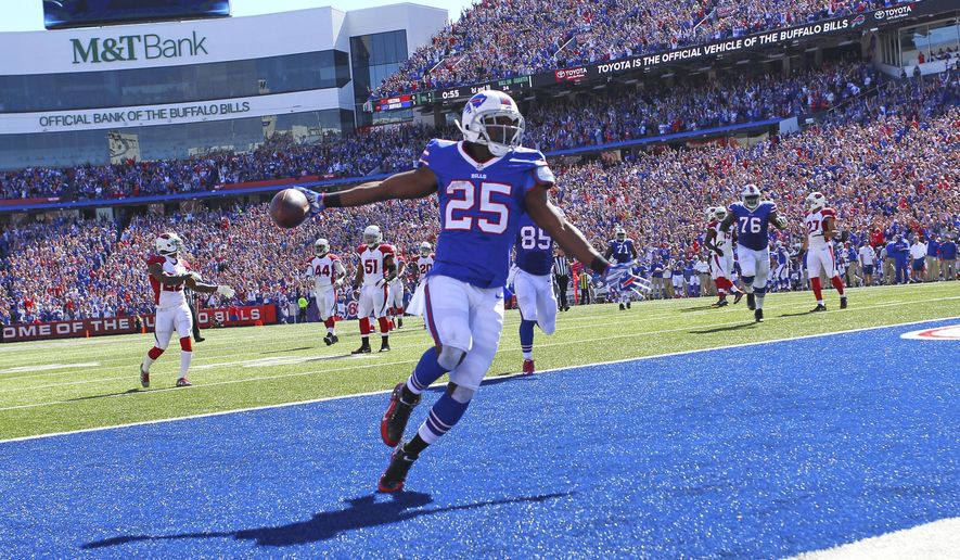 Buffalo Bills running back LeSean McCoy (25) scores a rushing touchdown during the first half of an NFL football game against the Arizona Cardinals, Sunday, Sept. 25, 2016, in Orchard Park, N.Y. (AP Photo/Bill Wippert)