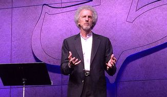 Philip Yancey speaking at Maranatha Chapel in San Diego County, California. (Wikimedia Commons)