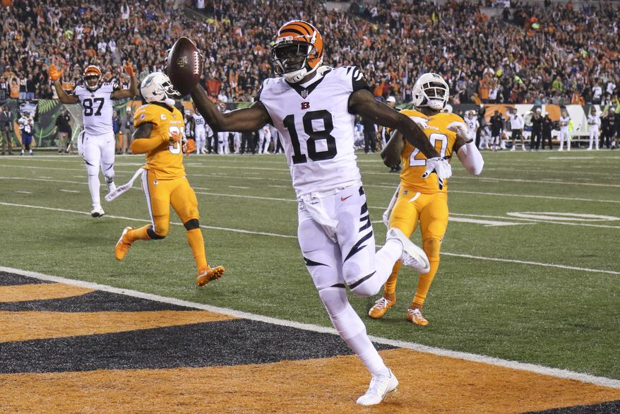 Cincinnati Bengals wide receiver A.J. Green (18) scores a touchdown during the first half of an NFL football game against the Miami Dolphins, Thursday, Sept. 29, 2016, in Cincinnati. (AP Photo/Gary Landers)
