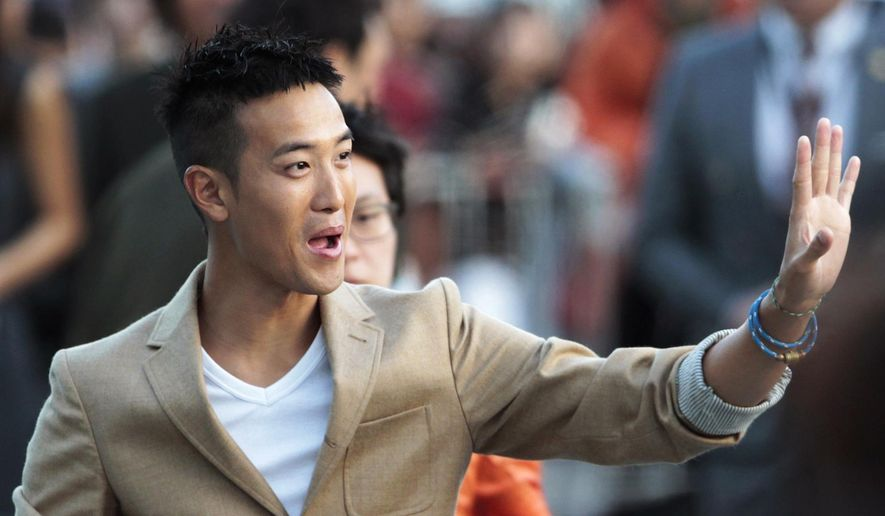 """FILE - In this Oct. 7, 2012, file photo, Hong Kong director Derek Tsang is greeted by fans after the Open Talks to promote his move """"The Thieves"""" during the Busan International Film Festival in Busan, South Korea. His romance drama """"Soul Mate"""" received seven nominations for the 53rd annual Golden Horse Awards on Nov. 26, 2016 in Taipei, announced on Saturday, Oct. 1, 2016. (AP Photo/Ahn Young-joon, File)"""