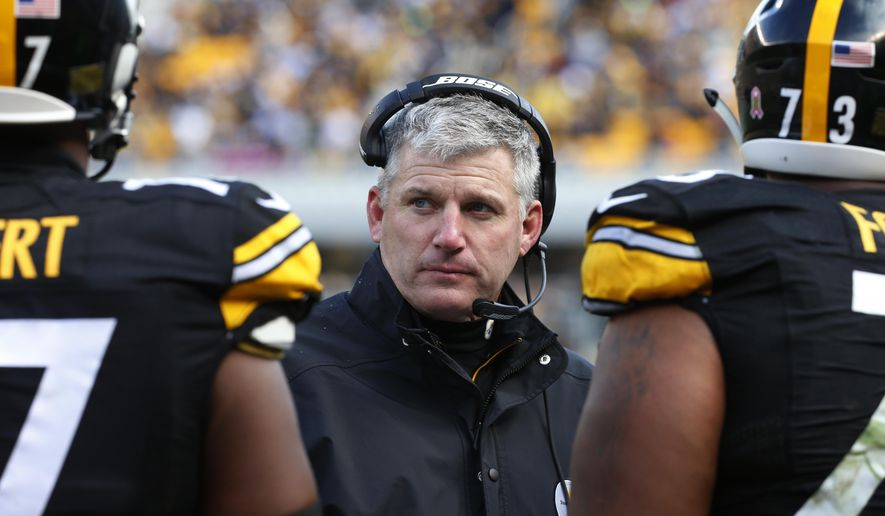 FILE - In this Oct. 18, 2015, file photo, Pittsburgh Steelers offensive line coach Mike Munchak, center, talks to his players  during an NFL football game against the Arizona Cardinals, in Pittsburgh. The Steelers are scrambling along the offensive line ahead of Sunday's visit from the New York Jets, even having Pro Bowl center Maurkice Pouncey dabble a little at right tackle just in case as they figure out how to replace injured Marcus Gilbert.(AP Photo/Gene J. Puskar, File)
