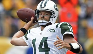 New York Jets quarterback Ryan Fitzpatrick (14) passes during the first half of an NFL football game against the Pittsburgh Steelers in Pittsburgh, Sunday, Oct. 9, 2016. (AP Photo/Don Wright)
