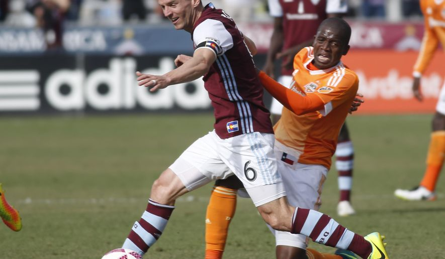 Colorado Rapids midfielder Sam Cronin, left, battles for control of the ball with Houston Dynamo midfielder Oscar Garcia in the first half of an MLS soccer match Sunday, Oct. 23, 2016, in Commerce City, Colo. (AP Photo/David Zalubowski)