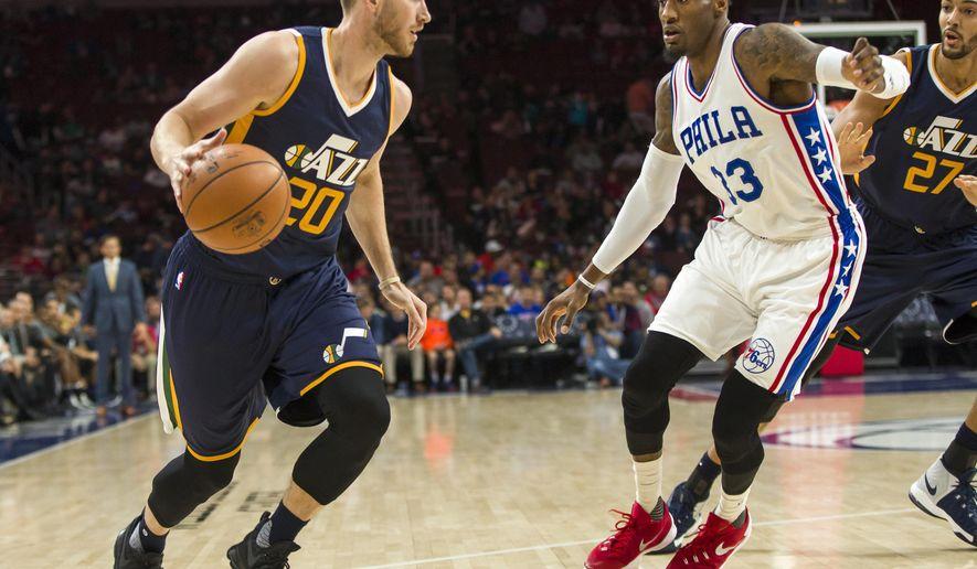 Utah Jazz's Gordon Hayward, left, makes his move on Philadelphia 76ers' Robert Covington, right, during the first half of an NBA basketball game, Monday, Nov. 7, 2016, in Philadelphia. (AP Photo/Chris Szagola)