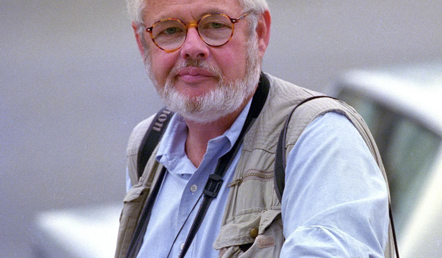 In this undated photo, photographer Joe Marquette is seen in Florida. Marquette, a Pulitzer Prize-winning photographer who covered Olympics, Super Bowls and the White House during a five-decade career, has died at his home in Tulsa, Oklahoma, after a series of lengthy illnesses. He was 79. (AP Photo/Wilfredo Lee)