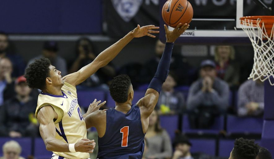 Washington forward Matisse Thybulle, left, tries to block a shot by Cal State Fullerton guard Tre Coggins (1) during the first half of an NCAA college basketball game, Thursday, Nov. 17, 2016, in Seattle. (AP Photo/Ted S. Warren)