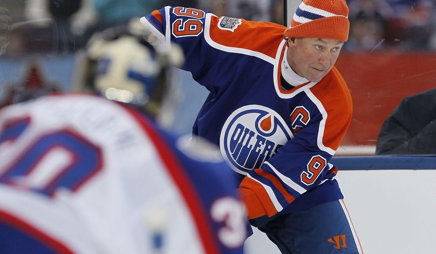 "FILE - In this Oct. 22, 2016, file photo, former Edmonton Oiler Wayne Gretzky (99) looks for the open player against the Winnipeg Jets Alumni during the third period of an NHL Heritage Classic Alumni hockey game in Winnipeg. NHL.com reported on Nov. 17, 2016, that Gretzky will appear on an episode of ""The Simpsons"" set to air Dec. 11 (John Woods/The Canadian Press via AP, File)"
