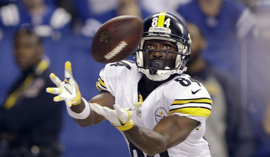 Pittsburgh Steelers' Antonio Brown makes a 33-yard touchdown reception during the first half of the team's NFL football game against the Indianapolis Colts, Thursday, Nov. 24, 2016, in Indianapolis. (AP Photo/Michael Conroy)