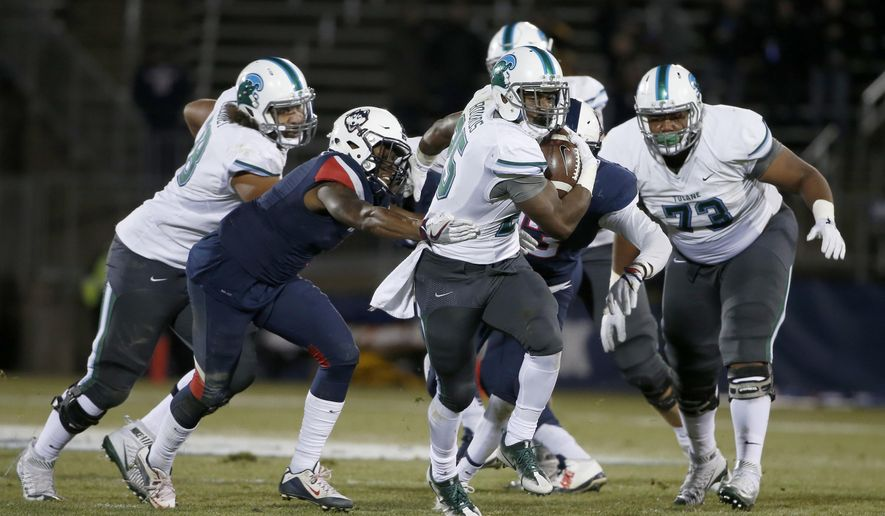 Tulane running back Josh Rounds (25) rushes ahead of the Connecticut defense during the first half of an NCAA college football game in East Hartford, Conn., Saturday, Nov. 26, 2016. (AP Photo/Mary Schwalm)