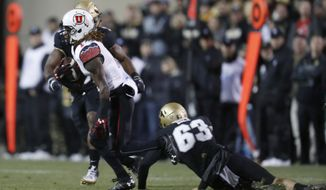 Utah punt returner Boobie Hobbs, left, runs past Colorado special teams player J.T. Bale on the way to a touchdown in the first half of an NCAA college football game Saturday, Nov. 26, 2016, in Boulder, Colo. (AP Photo/David Zalubowski)