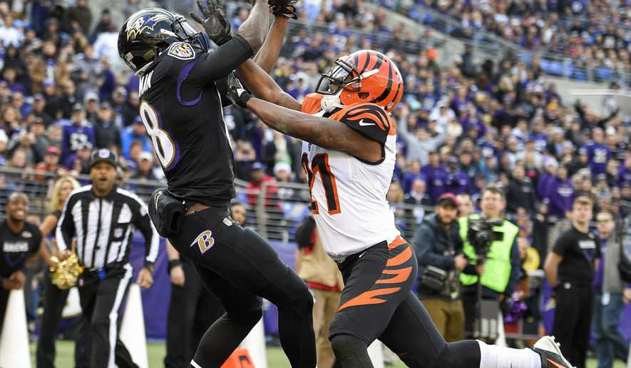 Baltimore Ravens wide receiver Breshad Perriman (18) pulls in a touchdown pass under pressure from Cincinnati Bengals cornerback Darqueze Dennard (21) during the first half of an NFL football game in Baltimore, Sunday, Nov. 27, 2016. (AP Photo/Nick Was)