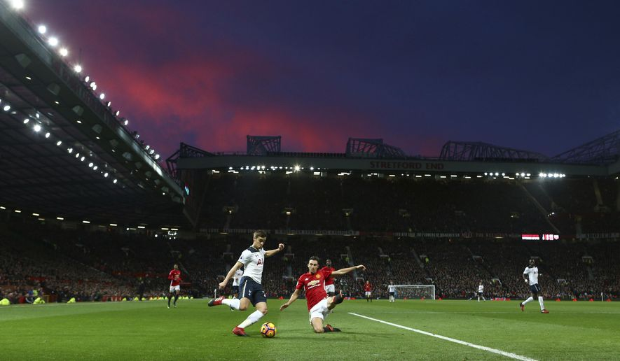 Tottenham Hotspur's Harry Winks, left, is closed down by Manchester United's Matteo Darmian during the Premier League soccer match between Manchester United and Tottenham Hotspur at Old Trafford in Manchester, England, Sunday, Dec. 11, 2016. (AP Photo/Dave Thompson)