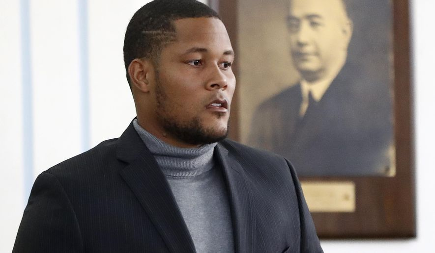 New York Mets baseball pitcher Jeurys Familia walks toward the bench for a hearing at the Fort Lee Municipal Court, Thursday, Dec. 15, 2016, in Fort Lee, N.J. Domestic abuse charges were dropped against Familia, who appeared in court for a case involving a incident with his wife, Bianca Rivas, on Oct. 31, 2016. (AP Photo/Julio Cortez)