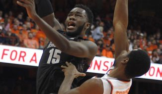 Georgetown's Jesse Govan, left, shoots over Syracuse's Taurean Thompson, right, in the first half of an NCAA college basketball game in Syracuse, N.Y., Saturday, Dec. 17, 2016. (AP Photo/Nick Lisi)