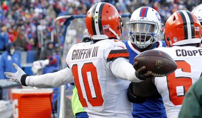 Buffalo Bills wide receiver Robert Woods (10) gestures as Buffalo Bills inside linebacker Zach Brown, center, talks to him during the second half of an NFL football game, Sunday, Dec. 18, 2016, in Orchard Park, N.Y. (AP Photo/Jeffrey T. Barnes)