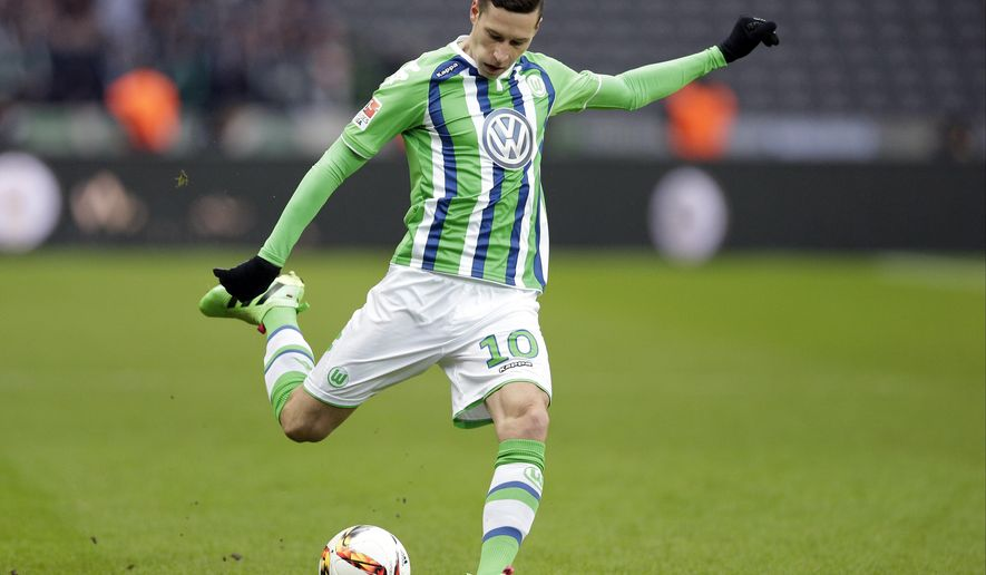 FILE - In this Feb. 20, 2016 file picture, Wolfsburg's Julian Draxler plays the ball during the German Bundesliga soccer match between Hertha BSC Berlin and VfL Wolfsburg in Berlin, Germany. Germany attacking midfielder Julian Draxler is joining Paris Saint-Germain from Wolfsburg  German dpa news agency reported Saturday Dec. 24, 2016. (AP Photo/Michael Sohn,file)
