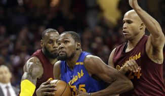 Golden State Warriors' Kevin Durant, left, drives to the basket against Cleveland Cavaliers' Richard Jefferson in the second half of an NBA basketball game, Sunday, Dec. 25, 2016, in Cleveland. The Cavaliers won 109-108. (AP Photo/Tony Dejak)