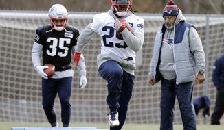 New England Patriots running back LeGarrette Blount (29) runs a drill as running backs coach Ivan Fears and running back Tyler Gaffney (35) watch his footwork during NFL football practice, Wednesday, Dec. 28, 2016, in Foxborough, Mass. (AP Photo/Elise Amendola)