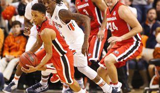 Georgia guard J.J. Frazier drives the ball to the basket against Auburn guard T.J. Dunans during the first half of an NCAA college basketball game, Thursday, Dec. 29, 2016, in Auburn, Ala. (AP Photo/Brynn Anderson)