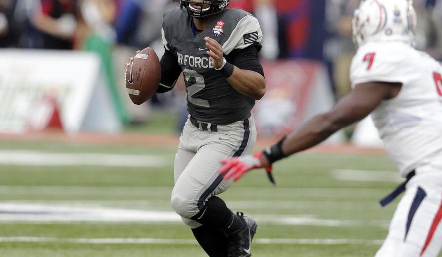 Air Force quarterback Arion Worthman (2) runs the ball against South Alabama during the first half of the Arizona Bowl NCAA college football game, Friday, Dec. 30, 2016, in Tucson, Ariz. (AP Photo/Rick Scuteri)