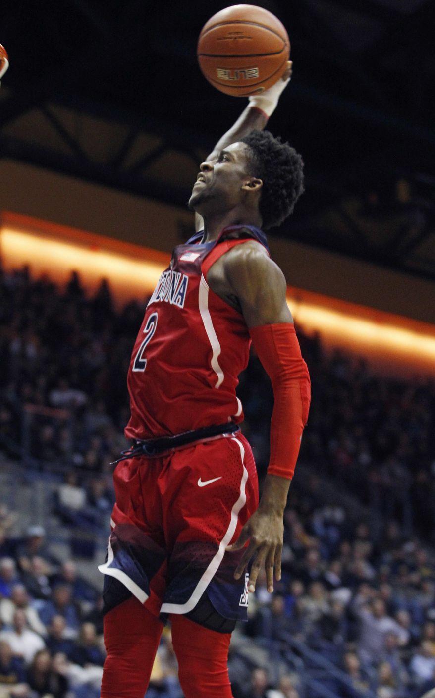 Arizona's Kobi Simmons dunks against California during the first half of an NCAA college basketball game, Friday, Dec. 30, 2016, in Berkeley, Calif. (AP Photo/George Nikitin)