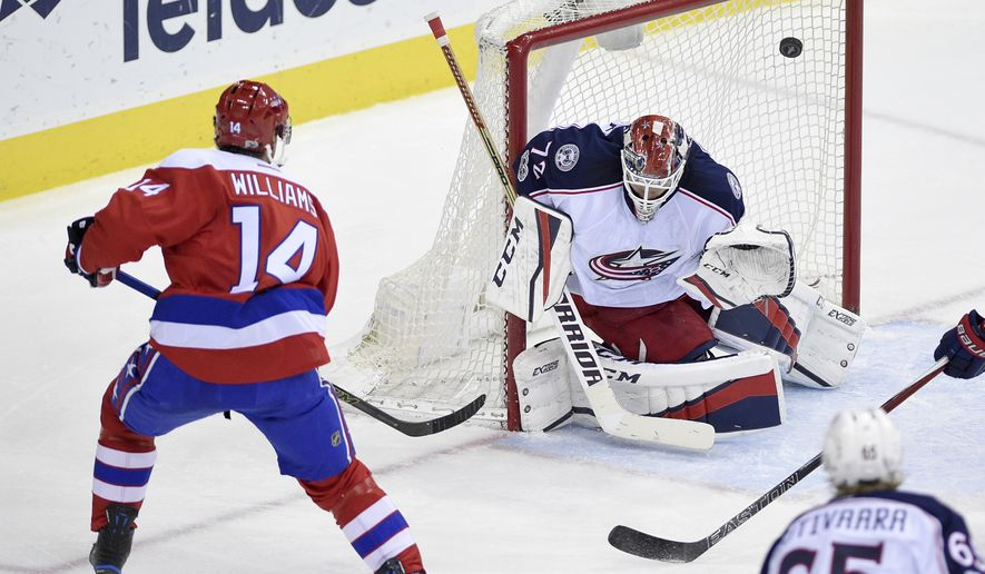 Washington Capitals right wing Justin Williams (14) scores a goal against Columbus Blue Jackets goalie Sergei Bobrovsky (72), of Russia, during the third period of an NHL hockey game, Thursday, Jan. 5, 2017, in Washington.(AP Photo/Nick Wass)